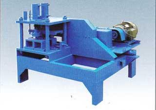 本公司生产的   c型钢机   性能可靠价格合理.经该机辊轧...